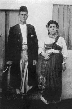 "Tripoli, Libya. Jewish couple in jewish local traditional costume, photographer Ewald Banse 1908( in his book ""Tripolis"")"