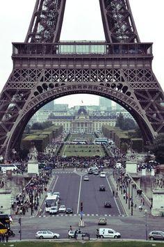 Torre Eiffel proporciona belas fotos nos mais diversos ângulos.