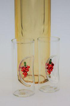 Glasgeschenke, besondere Geschenke, Glaskunst ,Flasche mit innenliegendem Gläsern, handemade, gefüllt mit Wein-Skulpturen - leithoff-shops Webseite! Pint Glass, Shops, Tableware, Original Gifts, Special Gifts, Website, Weaving, Flasks, Sculptures