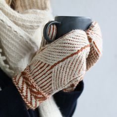 Ravelry: Designs by Matilda Kruse - Knitting Ideas Fingerless Gloves Crochet Pattern, Fingerless Gloves Knitted, Crochet Mittens, Mittens Pattern, Knitted Hats, Ravelry Crochet, Baby Mittens, Crochet Sweaters, Crochet Stitches