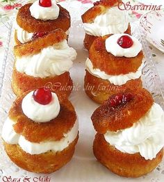The colors of the plate: Savarin Hungarian Desserts, Romanian Desserts, Romanian Food, Dessert Cake Recipes, Sweets Cake, Cupcake Recipes, Cocktail Desserts, Dessert Drinks, Savarin