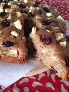 Bolo de maçã com cranberries sem glúten e sem lactose! Receita no blog!