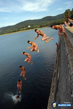 This picture shows a photo sequence of which catches a moment of someone jumping into the water.