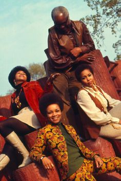 Mavis Staples and the Staple Singers in London Rhythm And Blues, Jazz Blues, Music Icon, Soul Music, The Staple Singers, Soul Jazz, Soul Singers, Black Celebrities, Celebs