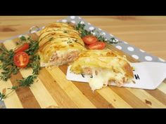 INGREDIENTS salmon fillet one sheet of puff pastry mozzarella thyme salt Salmon baked in puff pastry, although quick and easy to prepare, is a surprising dish. Salmon In Puff Pastry, Salmon Wrap, Salmon Salad Recipes, High Fiber Foods, Eating Eggs, How To Cook Potatoes, Baked Salmon, How To Eat Less, Food Humor