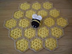 "**Betty the Bumble Bee Security Blankie** This pattern is written over 6 A4 Pages, includes 12 colour pictures and has a ""Making Up"""
