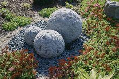 Water heeft vele gezichten. Een waterpartij in uw tuin is een waardevolle aanvulling. Een waterpartij brengt afwisseling en variatie aan in uw tuin.    Wij leveren tuindecoraties zoals beelden en waterspektakels voor in de tuin of bij de vijver. Water is een aanwinst in uw tuin en de aankleding eromheen kan erg sfeerbepalend zijn.    Ook in ons assortiment pompen, rooster, kuipen etc. voor uw waterpartij.