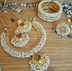 Your wedding jewelry is jewelry that you will wear on your wedding day. You might have gotten an idea of what you wanted when you chose your engagement jewelry Indian Jewelry Earrings, Indian Jewelry Sets, Indian Wedding Jewelry, Jewelry Design Earrings, Bridal Jewelry, India Jewelry, Jewelry Accessories, Pakistani Jewelry, Ethnic Jewelry