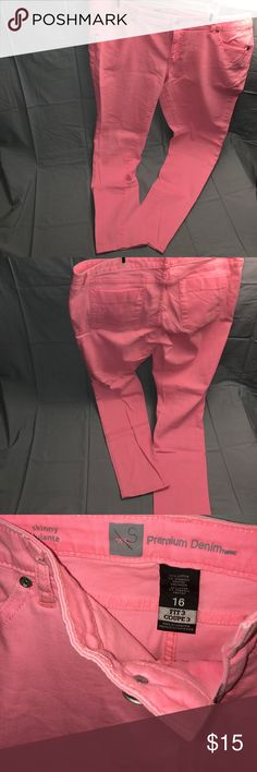 💕Mossimo Pink Skinny Jeans💕 💕Mossimo Skinny Jeans 💕Size 16 💕Pink💕 I'd say these are like straight/skinny jeans but not tight skinny jeans. 💕NO damage, snags, stains or tears💕 Inseam: 27 - 28 in 💕 Fabric: 98% Cotton 2 % Spandex 💕 Mossimo Supply Co Jeans Skinny