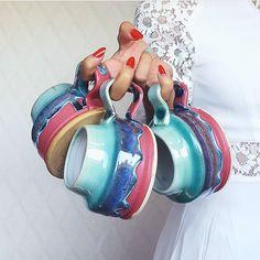 ⭐️ Clay mugs by @oxandotterpottery / Керамические кружки от @oxandotterpottery ⭐️ #handmade #buyhandmade #handmadejunkies #ручнаяработа #sellhandmade #inspiration #вдохновение #mug #claymugs #pottery #mugs #colorful #kitchen #decor #bright #гончарство #кружки #кружкаизглины #керамика #керамикадлядома #коллекционирование #декор #интерьер #назаказ