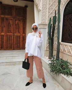 modest wear, hijab, minimal, monochrome, street style, autumn-winter, spring-summer, neutral, smart casual, oversized, jumper, nude, korean fashion Hijab Fashion Summer, Modest Fashion Hijab, Modern Hijab Fashion, Street Hijab Fashion, Casual Hijab Outfit, Hijab Fashion Inspiration, Mode Inspiration, Hijab Chic, Korean Fashion
