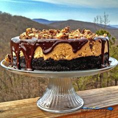 Rich, thick and sinfully indulgent, this Reese's Peanut Butter Cheesecake has a cookie crust with creamy peanut butter cups topped with a chocolate ganache. Peanut Butter Cups, Reese's Peanut Butter Cheesecake, Chocolate Cheesecake, Chocolate Ganache, Cheesecake Recipes, Peanut Butter Chocolate Pie, Reese Cheesecake, Breakfast Cheesecake, Chocolate Caramels