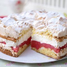 Schneemoussetorte mit Rhabarber Our popular recipe for snowmouset with rhubarb and over more free recipes on LECKER. Easy Cookie Recipes, Baking Recipes, Sweet Recipes, Cake Recipes, Sweets Cake, Cupcake Cakes, Pie Co, German Baking, Rhubarb Recipes