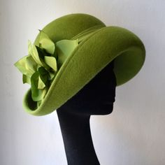 Jolana Kotábová milliner - Women's hats, caps and other headgear according to their own designs and patterns. Funky Hats, Cool Hats, Fascinator Hats, Fascinators, Headpieces, Derby Outfits, Hats For Women, Ladies Hats, Love Hat