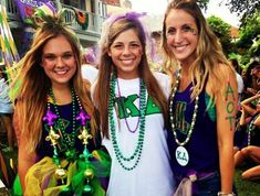 Wondering what the perfect Mardi Gras outfits entail? Here is a guide to the necessities for the Mardi Gras looks you need to rock! Mardi Gras Float, Mardi Gras Party, Mardi Gras Outfits, Mardi Gras Costumes, Karneval Outfits, Birthday Party For Teens, Teen Birthday, Bid Day Themes, New Orleans Mardi Gras