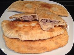 Cheburek / Crispy dumplings with juicy minced meat filling … – Snacks – Dinner Ideas Russian Pastries, Sour Cream Sauce, Carne Picada, Best Meat, Albondigas, Russian Recipes, Seafood Dishes, Unique Recipes, Different Recipes