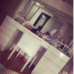 closet/home dressing room/makeup station/home makeup room/home beauty room inspiration Closet Vanity, Vanity Room, Vanity Decor, Vanity Ideas, Diy Bureau, Rangement Makeup, Make Up Storage, Glam Room, Makeup Rooms