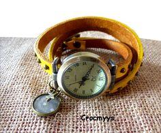 Montre en cuir vintage jaune et sequin gris : Montre par crocmyys