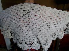 HAND CROCHETED TRIANGULAR SHAWL White Yarn in a Pretty Fan Pattern - GORGEOUS! #Unbranded $24.99