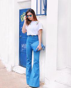 Jeans Mania  Não existe calça que vista melhor que essa! Cintura alta bem flare  modelagem impecável e ainda deixa a gente com 2 metros de altura  { o look é todo @gallerist e lá no site tem a calça de to-das as cores! } #queriatodas #ootd #lookdodia