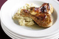 Μπουτάκια κοτόπουλου σκορδάτα, με πουρέ μουστάρδας και σάλτσα κρασιού με μέλι. Μια εύκολη συνταγή (από εδώ) για ένα υπέροχο πιάτο που σίγουρα δεν θα μπορείτε να διαλέξετε τι είναι πιο νόστιμο. Τα μελωμένα μπουτάκια; Ο πουρές με τη μουστάρδα ή η κρασάτη σάλτσα με