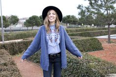 ♥ Floral embroidered shirt | bohochic and folk - country style outfit | Zara floral embroidered shirt and cozy denim blue cardigan | ♥ Look boho y de estilo country - folk | camisa con bordado floral y chaqueta de punto en azul | Maikshine blog | www.maikshine.com