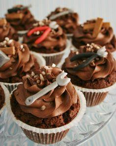 Painted By Cakes: TYÖKALUKUPPIKAKUT - TOOL CUPCAKES Cupcakes For Men, Fondant Cupcakes, Cake Icing, Yummy Cupcakes, Wedding Cupcakes, Cupcake Cakes, Mechanic Cake, Mechanic Humor, Lincoln Birthday