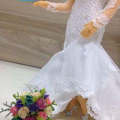💖❤️ #noivinhospersonalizados 💗❤️ #detalhes 😍 #biscuit #wedding #casamentos #weddingideas #weddingplanning #buquêcolorido #noivalinda #universodasnoivas #vestidodenoiva #weddingflowers #weddingday #weddingcake #weddingdress #weddingcaketopper #weddings #noiva #caraarteembiscuit #vestidos #topodebolo #topodebolocasamento #casamento 💕 Orçamentos: caraarteembiscuit@yahoo.com.br, ou envie uma mensagem inbox na página https://facebook.com/caraarteembiscuit