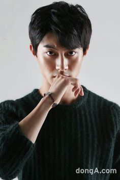 I was amazed to find out this actor is only 19 (in I first saw him in Love in the Moonlight, and cannot wait to see what he will do next. Asian Actors, Korean Actors, South Corea, Dramas, Jun Matsumoto, Kwak Dong Yeon, Hong Ki, Pleasing People, Park Hyung