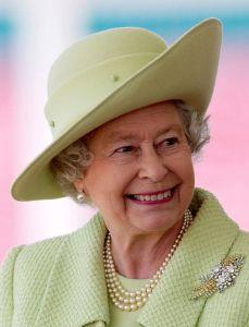 Queen Elizabeth, April 11, 2004 | Royal Hats
