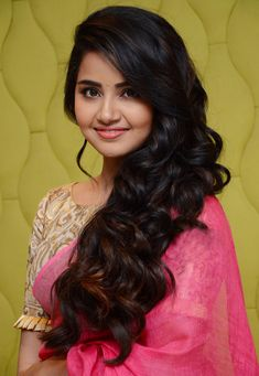 Anupama Parameswaran Stills At Vunnadi Okate Zindagi Movie Thanks Meet. South Indian Actress Anupama Parameswaran in saree stills. Beautiful Bollywood Actress, Most Beautiful Indian Actress, Beautiful Actresses, Beautiful Girl In India, Beautiful Girl Photo, Stylish Girl Images, Stylish Girl Pic, Beauty Full Girl, Cute Beauty