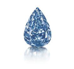 O esplendoroso diamante em azul vívido, com peso de 13.22 quilates, vendeu por$23,795,372 no leilão da Christie's.