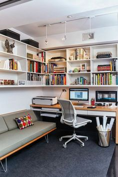 Case Study Daybed by Modernica in the small home office [Design: Patrick Brian J. - Case Study Daybed by Modernica in the small home office [Design: Patrick Brian Jones] - Small Home Offices, Home Office Space, Home Office Design, Home Office Decor, Modern House Design, Home Design, Design Ideas, Office Designs, Office Furniture
