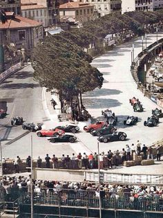 ——– Behra's Ferrari Dino 246 you can just see on the left then Moss and Brabham, both Cooper T51, #48 Phil Hill Fazz Dino, #22 McLaren and #32 Trintignant Coopers T51. #16 and #18 Schell and Bonnier in BRM P25's outside Brooks Dino. #20 Flockhart P25 BRM and behind him Graham Hill's Lotus 16 Clima ——-