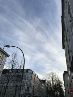 You see how Chemtrails turn into white fog covering the sky! This are no real clouds! Open your eyes! Inform yourself and search for #chemtrails #geoengineering #haarp #weathercontrol #weathermodification #owningtheweatherin2025 #aluminium #poison #barium #sprayed #hamburgcity #hamburg