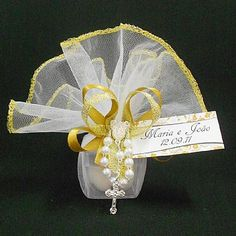 Lembrancinha de Casamento Caixa de Acrílico Decorada com Amêndoas e Tercinho, diversas cores! $5.20