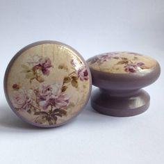 Are you interested in our Painted Wooden Door Knobs? With our Vintage Floral Door Knobs you need look no further.