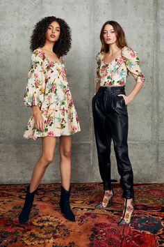 Alice + Olivia Pre-Fall 2020 Fashion Show : Alice + Olivia Pre-Fall 2020 Collection - Vogue 2020 Fashion Trends, Fashion 2020, Runway Fashion, Fashion News, Fashion Fashion, Fashion Dresses, Alice Olivia, Moda Emo, Fashion Show Collection
