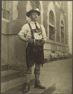 The Faces Of America in 18 Stunning Ellis Island Portraits - History Daily Isla Ellis, Vintage Photographs, Vintage Photos, Vintage Stuff, Ellis Island Immigrants, Danish Men, Lederhosen, Nyc, New York Public Library