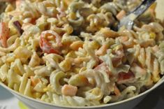 Lækker pastasalat med hvid creme fraiche dressing Food N, Good Food, Food And Drink, Yummy Food, Energy Drinks, Kids Lunch For School, Creme Fraiche, Salad Recipes, Macaroni And Cheese