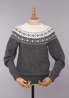 Holmenkollengenser. Sandnes Garn Nordic Sweater, Men Sweater, Knitting Designs, Knitting Patterns, Sarah Pacini, Fair Isle Knitting, Arrow Keys, Close Image, Pullover