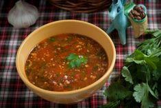 Вегетарианский суп харчо - щедрый подарок грузинской кухни! Главное правило - не жалеть чеснока и свежей зелени, ведь именно они придают супу особый вкус и аромат! | Vegelicacy - вегетарианские рецепты