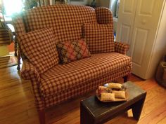 Thru Nana's Window: A New Purchase Calls for Another, and Another. love this chair! Primitive Living Room, Primitive Homes, Primitive Furniture, Country Furniture, Country Primitive, Upcycled Furniture, Antique Furniture, Modern Furniture, Prim Decor