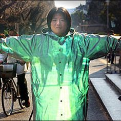 Japanese Scientist Invents Invisibility Cloak=  Wow!  Who would have thought that the Jetson's would be so 'old fashioned'?