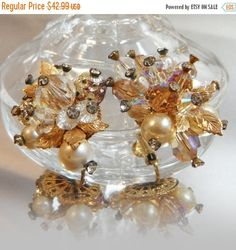 These #vintage Vendome crystal earrings are incredible!  They feature a cluster of glass cut crystals with rhinestone centers, accented with gold tone leaves and faux pearls... #ecochic #etsy #jewelry #jewellery