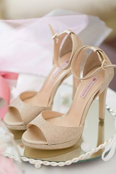 6 Beautiful Wedding Dress Trends in 2020 Unique Wedding Shoes, Designer Wedding Shoes, Trendy Wedding, Pastel Wedding Colors, Pastel Colors, Best Wedding Blogs, Full Gown, Types Of Gowns, Traditional Gowns