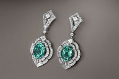 It is evident that Louis Vuitton's style relates directly to its heritage. Take a look to the most luxury jewelry pieces for him and for her! Emerald Earrings, Emerald Jewelry, Ear Jewelry, High Jewelry, Pandora Jewelry, Luxury Jewelry, Diamond Jewelry, Gemstone Jewelry, Diamond Necklaces