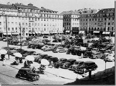 Praça da Figueira 1951 Antique Photos, Vintage Photos, Old Pictures, Old Photos, Trekking, Capital City, Dolores Park, Street View, Black And White