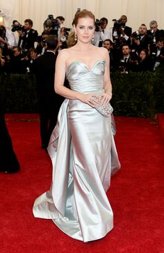 Amy Adams wearing Oscar de la Renta this evening at The Metropolitan Museum of Art Costume Institute Benefit.  Her gown is from our Fall 2014 collection and she is carrying our silver crown Goa clutch