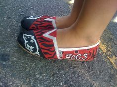 Toms paint for the razorbacks!